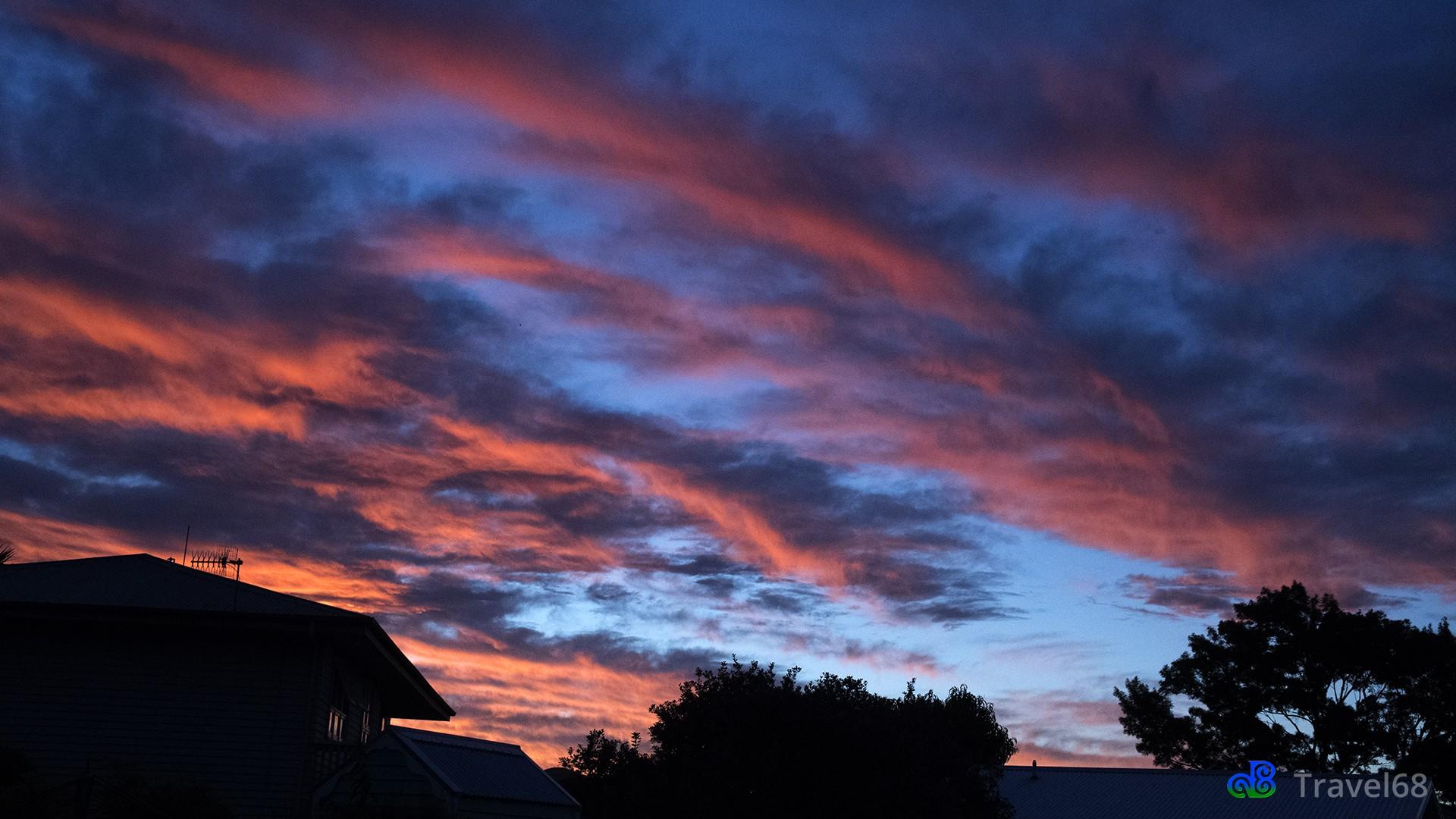 Tegen zonsondergang begint de lucht te verkleuren