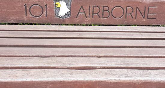 Bank ter Herinnering 101st Airborne Divisie Best