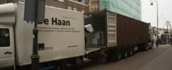 Het busje van de Haan kon achter de container geparkeerd worden